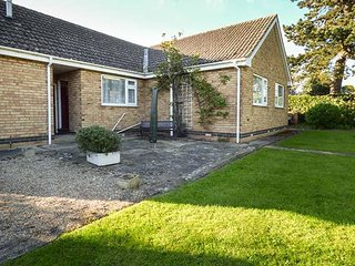 CHERRY TREE COTTAGE, family friendly, country holiday cottage, with a garden in