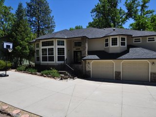 Luxury 5Bdrm PoolTable WIFI 5MinWalk > LakeLodgeBeach 2SmallDogsOK NearYosemite
