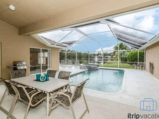 Briarwood Single Story Home w/Pool/Spa & Tranquil Lake & Fountain Views!, Naples