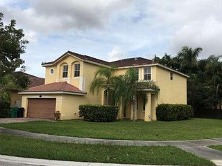 Large Family Home in Kendall Near Florida International University & Dolphin