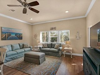 Affordable Luxury By The Beach.  3 Bedroom Unit Sleeps 10. Pool / Spa/ Steps To