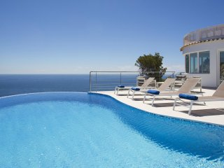 Blue Dream : Modern and luxury Villa front of the sea for 8 Persons