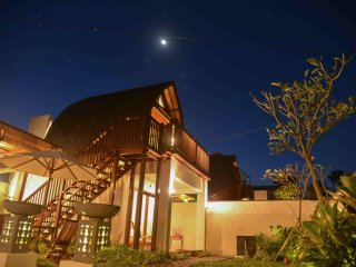 Villa Kenken, Simply Beautiful Balinese Wooden House Close to Keramas Beach