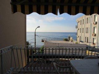 Appartamento vista mare 10 metri dalla spiaggia Giardini Naxos