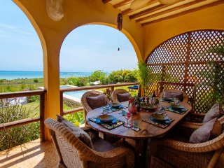 Casa Amarillo - Kidoti Villas by The Z Hotel