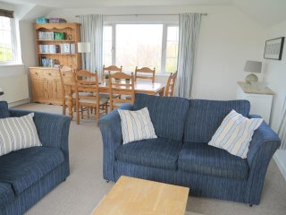 Arnold Cottage 5min walk to beautiful sandy beach, St Merryn