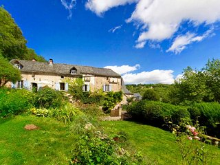 Farmhouse / 5 bedrooms / 5 bathrooms / sleeps 12, Najac