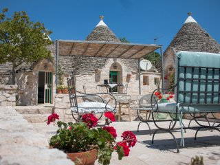 IL PINNACOLO VERDE, panoramic Trulli with Pool