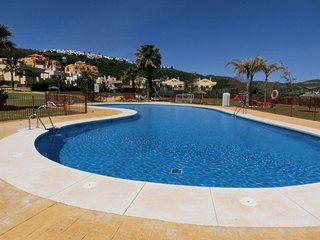 Beautiful 2 bed apartment, Princesa Kristina, Manilva, pool, beach, tennis court, Puerto de la Duquesa
