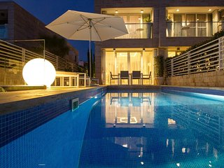 Luxury Villa with pool in front of the beach, Petrcane