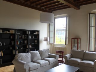 Modern Apt Borgo Santa Croce