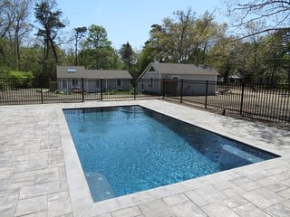 Two Cottages with a Brand New Pool, 1/2 mile to Private Beach: 048-B