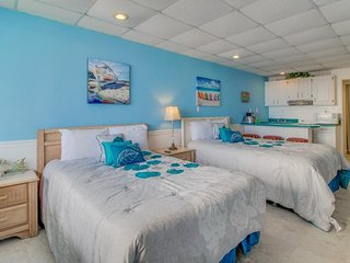 Casual oceanfront studio w/ shared pool & beach access - snowbirds welcome!