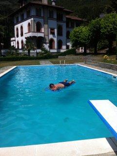in villa d'epoca fronte lago con piscina