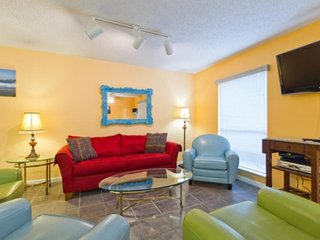 Multi-level home near beaches and restaurants offers all the comforts of home!, South Padre Island