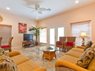 Spacious townhome with a private pool, near family-friendly attractions!