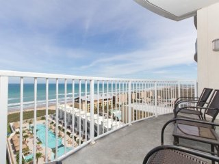 Breathtaking ocean view from the 11th floor w/ shared hot tub/pool