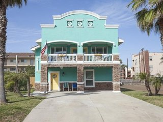 Spacious vacation home with a private pool & balcony - steps from the beach!, South Padre Island