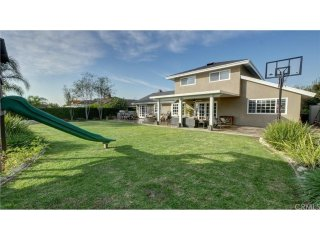 25 minutes from Disneyland, Beaches, Airports. HUGE backyard - Very kid friendly