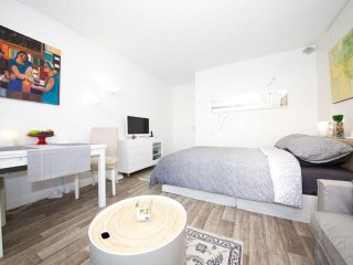 Maillot Studio apartment in 17eme - Arc de Triomphe with WiFi & lift.
