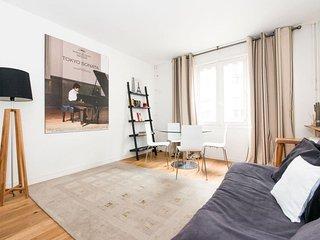 Tour Eiffel apartment in 15eme - Seine with WiFi & lift.