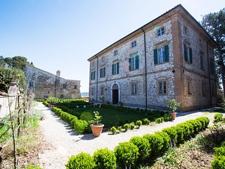 Frescoed eighteenth century Villa in Umbria