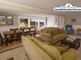 2148 Beach Dr - Peeks of Ocean - 600 ft to Beach, Seaside