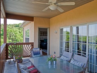 Luxury Condo 2 miles from Silver Dollar City, Indian Point