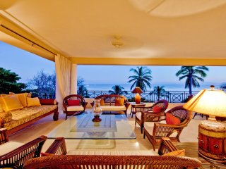 ON THE BEACH • Incredible VIEWS • 4 Seasons Resort • PREMIER CLUB •FT Cook/Hskpr