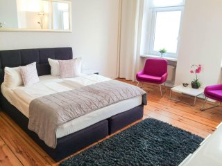 Spacious Gloria apartment in Prenzlauer Berg with WiFi.