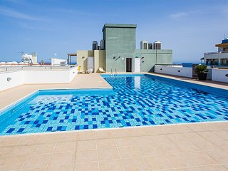 2b Seaview Island apartment with pool & gym - Olympic Beach