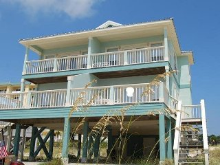 Charming Duplex, Short Walk to the Beach and Pool!