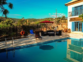 Elegant MEDiterranean Villa with Pool and Sea View