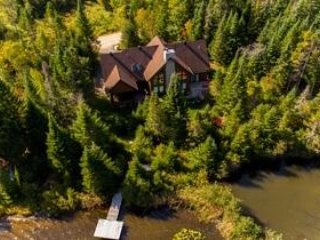 Prestige in Nature : Luxury Lakefront in heart of Laurentians