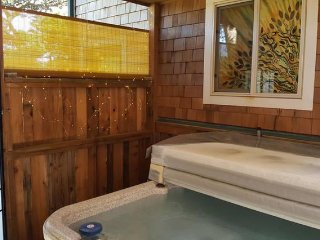 NEW!! Enchanting Suite 300 Feet From Heceta Beach w/ KITCHENETTE; HOT TUB; PATIO