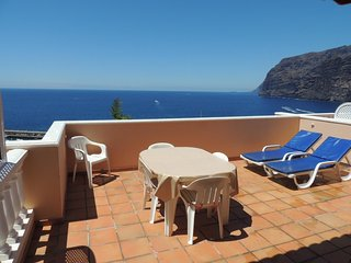 SUPERB APARTMENT WITH SPECTACULAR SUN TERRACE BOASTING CLIFF AND SEE VIEWS. 1