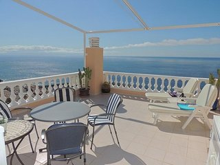 SUPERB APARTMENT WIHT SPECTACULAR SUN TERRACE BOASTING CLIFF AND SEA VIEWS. 3