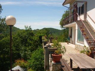 Ruim Appartement, adembenemend uitzicht, 7 personen, 10 min. van Acqui Terme