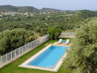 Lovely villa for family getaways heated swimming pool&amazing countryview