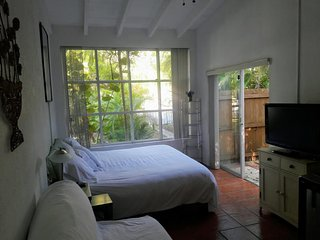COZY COTTAGE CLOSE TO EVERYTHING, Coral Gables
