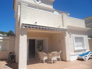 CALPE  -  quiet area - communal pool - no extra charges for bed linen/towels etc