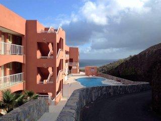 Ocean View, New&Stylish Yellow Flat on Playa Sotavento, Costa Calma