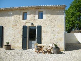 Clos Vieux Rochers Vineyard Gite 4 The Courtyard, Puisseguin