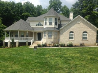 Lovely home eight minutes away from national harbor and MGM
