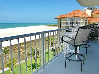 Beachfront condo w/ mesmerizing ocean views