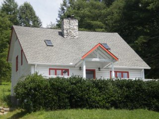 Relaxing family  mountain setting on sustainable homestead..., Asheville