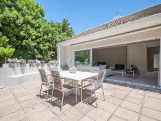 Stunning and spacious Constantia home
