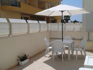Bilocale con ampia terrazza arredata Lecce