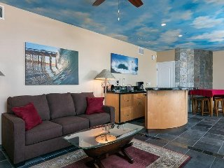 1BR w/ Panoramic Ocean Views & Curved Bar, Walk to Ventura, 1 mile to Beach