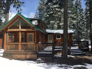 (#32) Cabin at Hyatt Lake - Large Deck - Sleeps 6